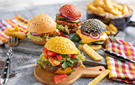 Bunte Party Burger mit Putensteak oder Soja-Patty
